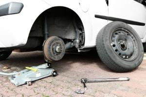 Reifenpanne ohne Ersatzrad: Heutzutage gibt es einfache Alternativen zum aufwendigen Reifenwechsel.
