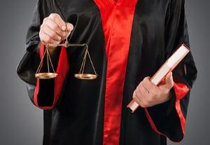 Zum Reißverschlussverfahren gibt es unterschiedliche Urteile.