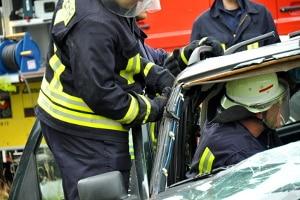 Wenn Sie die Rettungsgasse nicht bilden, kann Unfallopfern nicht geholfen werden.