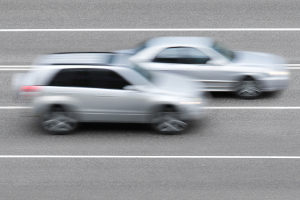 Ob die Richtgeschwindigkeit für einen Pkw gilt, hängt von dessen Gewicht ab.
