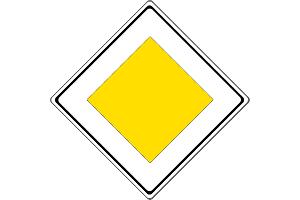 Das Richtzeichen 306 informiert Sie darüber, dass Sie auf einer Vorfahrtsstraße sind.