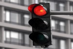 Beim Rotlichtverstoß wird zwischen einem einfachen und einem qualifizierten unterschieden.