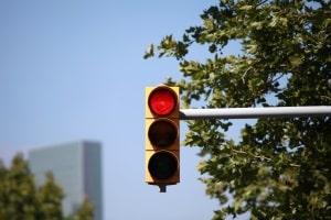 Wegen einem einfachen Rotlichtverstoß wird in der Verkehrssünderkartei ein Punkt vermerkt.