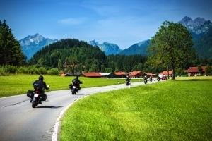 Das Saisonkennzeichen ist unter Motorradfahrern besonders beliebt.