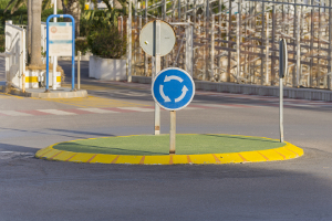 Ignorieren Sie ein Schild, das einen Kreisverkehr ankündigt, drohen Sanktionen.