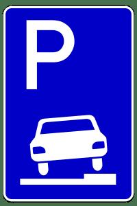 Das Parken auf Gehwegen ist nur zulässig, wenn das entsprechende Schild das generelle Parkverbot aufhebt.