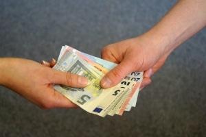 Schmerzensgeld bei einer Ellenbogenfraktur: Eine Schmerzensgeldtabelle hilft als Orientierung.