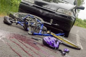 Schmerzensgeld: Ist Ihr Schlüsselbein – zum Beispiel bei einem Fahrradunfall – gebrochen, ist eine Entschädigung möglich.