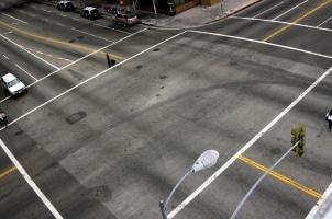 Auf einer Schnellstraße können sich im Gegensatz zur Autobahn auch Kreuzungen befinden.