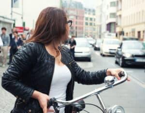 Sehen und gesehen werden: Darum geht es bei der Fahrradbeleuchtung.