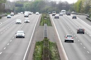Welcher Sicherheitsabstand ist auf der Autobahn einzuhalten?