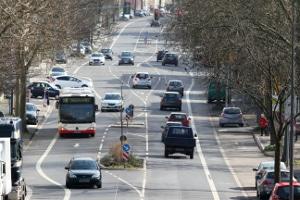 Welcher Sicherheitsabstand muss innerorts zu vorausfahrenden Fahrzeugen eingehalten werden?