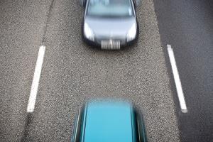 Beim Spurwechsel auf der Autobahn müssen Sie besonders vorsichtig sein.