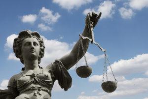 Vollrausch im StGB: § 323a legt das Strafmaß fest.