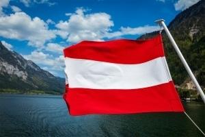 Ein Strafzettel aus Österreich droht zum Beispiel bei Geschwindigkeitsüberschreitung.