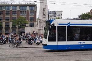 Was ist zu beachten, wenn Sie eine Straßenbahn überholen?