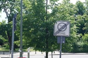 Wann erfolgt laut StVO bei einer Geschwindigkeitsbegrenzung die Aufhebung?