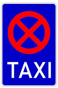 Das Verkehrszeichen 229 kennzeichnet einen Taxistand. Parken dürfen Sie hier also nicht.