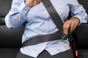 Verursacht der Sicherheitsgurt beim Unfall eine Thoraxprellung, kann Ihnen Schmerzensgeld zustehen.