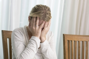Ein Tinnitus kann beeinträchtigen. Schmerzensgeld kann dies finanziell entschädigen.