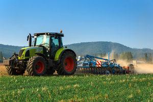 Der Traktorführerschein spielt in der Landwirtschaft eine wichtige Rolle.