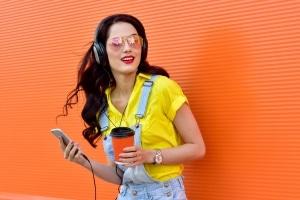 Um einem Tram-Unfall entgegenzuwirken, sollten Sie auf Kopfhörer und laute Musik verzichten.