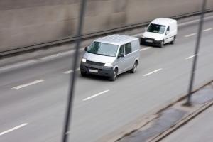 Das Überholen auf der Autobahn ist nicht immer zulässig.