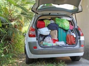 Eine Überladung beim Fahrzeug ist ordnungswidrig und kann ein Bußgeld nach sich ziehen.