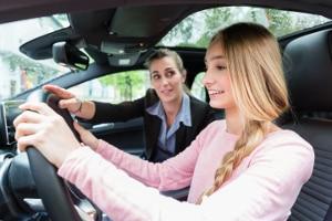 Überlandfahrt in der Fahrschule: Die Regeln erklärt der Fahrlehrer vorab.