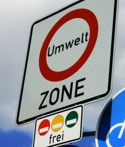 Um eine Umweltzone zu befahren, benötigen Autofahrer eine Umweltplakette
