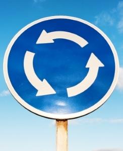 Unfall im Kreisverkehr: Wer ist schuld?