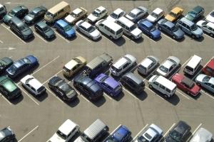 Eine vorsichtige Fahrweise kann einen Unfall im Parkhaus verhindern.