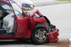 Wenn bei einem Unfall ohne Führerschein auch keine Fahrerlaubnis vorliegt, droht eine hohe Strafe.