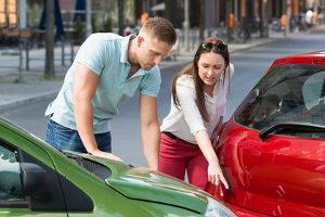Nach einem Unfall kann die Schuldfrage nicht einfach von den Beteiligten geklärt werden.