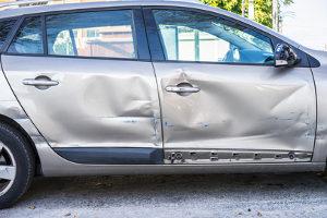 Ein Unfallgutachten geht auf die entstandenen Schäden am Kfz ein.