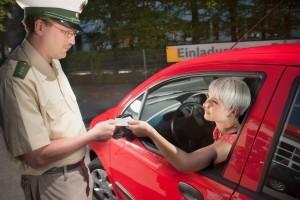 Bei einer Verkehrskontrolle kann der Promillerwert ermittelt werden.