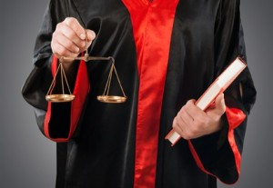 Verkehrsrecht: Ein Rechtsanwalt kann Sie nach einem Autounfall beraten.