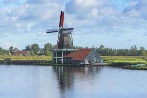 Wie unterscheiden sich die Verkehrsregeln der Niederlande von den deutschen Vorgaben?
