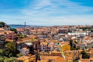 Informieren Sie sich über die geltenden Verkehrsregeln in Portugal, bevor Sie die Gegend mit dem Mietwagen erkunden.