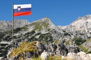 Was besagen die Verkehrsregeln von Slowenien zu Promillegrenze, Tempolimit und Maut?