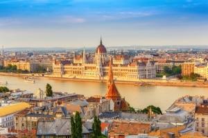 Verkehrsregeln in Ungarn: Der Bußgeldkatalog sanktioniert Verstöße.