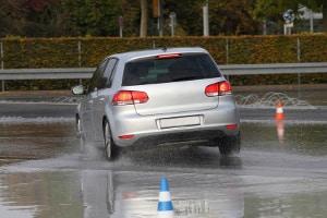 Beim Verkehrssicherheitstraining werden unterschiedliche gefährliche Situationen simuliert.