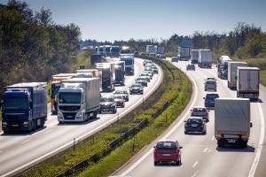 Die Verkehrsüberwachung findet auf der Autobahn und innerorts statt.