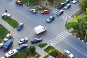 Voreinander abbiegen: An einer Kreuzung ist dies in der Regel vorgeschrieben.