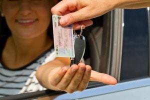 Ein vorläufiger Führerschein bescheinigt für eine befristet Zeit die Fahrberechtigung.