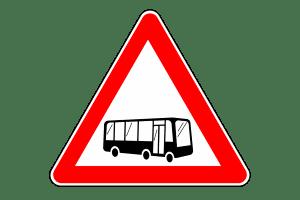 Sie sollten Vorsicht walten lassen, wenn Sie im Straßenverkehr einen Bus überholen.