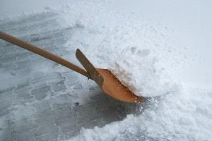 Wie ist im Wegerecht der Winterdienst geregelt? Ist der Eigentümer oder der Berechtigte dafür zuständig?