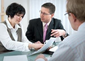 Widerspruch können Sie mit einem Anwalt oder allein einlegen