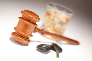 Für Wiederholungstäter ist das Fahrverbot länger bei einem Verstoß gegen die Promillegrenze.