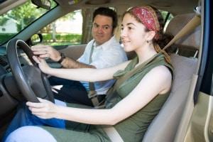 Wo kann man Auto fahren üben, wenn man noch keinen Führerschein hat?